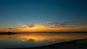 Kaliningrad, banlieues, coucher du soleil, baie de mer baltique Image libre de droits