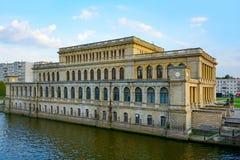 Kaliningrad byggnaden av den tidigare börsen på lodisarna Fotografering för Bildbyråer