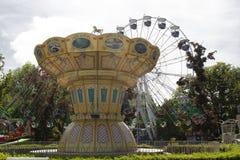Kaliningrad 2018, carrousel in het Pretpark stock foto
