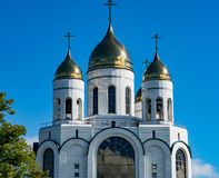Kaliningrad Christian Cathedral i Victory Square royaltyfria bilder