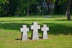 Kaliningrad Kors på den internationella minnes- kyrkogården av v Royaltyfria Bilder