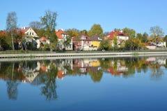 Kaliningrad Panorama da terraplenagem do outono do lago grain Imagem de Stock