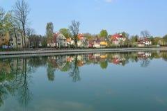Kaliningrad Panorama dell'argine del lago grain (stagno Fotografia Stock