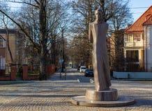 Kaliningrad, Rússia - 24 de fevereiro de 2019: Monumento de pedra de Liudvikas Reza no parque da cidade imagem de stock