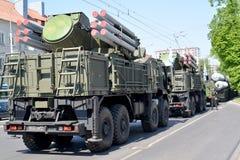 Kaliningrad, Rússia O sistema da arma da defesa aérea do míssil do míssil terra-ar Pantsir-C1 com base no carro de KAMAZ em Sovet fotos de stock royalty free