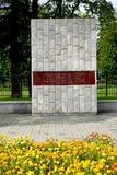 Kaliningrad, Rússia Um stele na memória da tempestade de Konigsberg o 9 de abril de 1945 fotos de stock royalty free