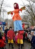 Kaliningrad, Rosja Bufony znoszą wizerunek przy świętowaniem Maslenitsa w parku zdjęcia royalty free
