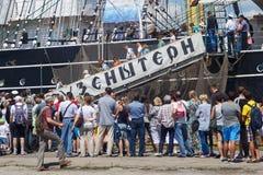 KALININGRAD ROSJA, CZERWIEC, - 19, 2016: Schodki dziejowy barque Kruzenshtern przeor Padua w molu Kaliningrad port zdjęcie royalty free