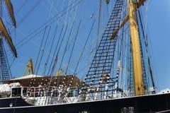 KALININGRAD ROSJA, CZERWIEC, - 19, 2016: Stalowi maszty sławny barque Kruzenshtern przeor Padua zdjęcia royalty free
