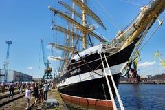 KALININGRAD ROSJA, CZERWIEC, - 19, 2016: Widok dziejowy barque Kruzenshtern przeor Padua cumował w molu zdjęcie stock