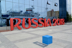 Kaliningrad, Rosja Instalacja inskrypcja ROSJA 2018 symbolizuje FIFA puchar świata w Rosja obrazy stock