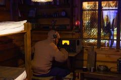 Kaliningrad Rosja, Kwiecień, - 13, 2019: Radiowy pokój biegunowy badacz przy morskiego muzeum łodzią fotografia royalty free