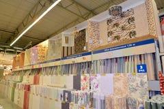 KALININGRAD ROSJA, MAJ, - 27, 2015: Sklep wykończeniowi materiały, Fotografia Royalty Free