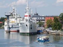 Kaliningrad, Rosja Statki przy cumowaniem na Pregolya rzece Obrazy Stock