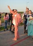 Kaliningrad, Rusland De Kroatische ventilator in een geruit kostuum op het grondgebied van Baltisch Arenastadion De Wereldbeker v Stock Afbeelding