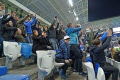 Kaliningrad, Rusland De voetbalventilators verheugen zich aan het genoteerde doel Het Baltische Stadion van de Arena royalty-vrije stock foto's