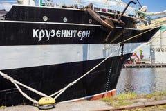 KALININGRAD, RUSLAND - JUNI 19, 2016: De mening van de historische bark Kruzenshtern vroeger Padua in de Kaliningrad-Zeehaven stock afbeelding