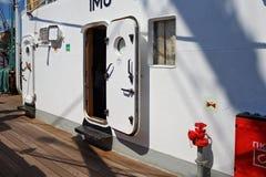 KALININGRAD, RUSLAND - JUNI 19, 2016: Metaal deckhouse op de bark Kruzenshtern vroeger Padua in de Kaliningrad-Zeehaven royalty-vrije stock afbeeldingen