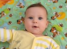 Kaliningrad, Rusland Portret van de vijf-maanden baby Stock Foto