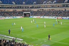 Kaliningrad, Rusland Spelers van de voetbalteams Baltika - Krylja Sovetov op het gebied van Baltisch Arenastadion royalty-vrije stock afbeelding