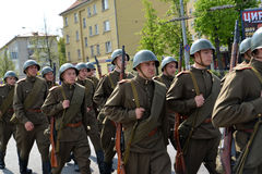 KALININGRAD, RUSSIA - MAY 09, 2015: Group of soldiers in a milit Royalty Free Stock Photography