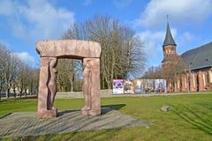 """Kaliningrad, Russia Mondo della composizione scultorea """" Cattedrale di Konigsberg e """"della creazione Isola di Kanta immagine stock"""