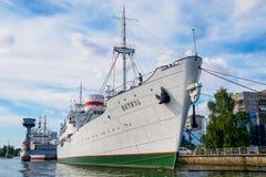 Kaliningrad, Russia - 10 settembre 2018: La nave oceanografica Vityaz sta al pilastro Museo della mostra dell'oceano del mondo fotografia stock libera da diritti