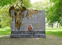 Kaliningrad, Russia Un monumento ai liquidatori delle conseguenze del ` atomico di incidenti nel giorno di estate fotografia stock