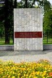 Kaliningrad, Russia Uno stele in memoria della tempesta di Konigsberg il 9 aprile 1945 fotografie stock libere da diritti
