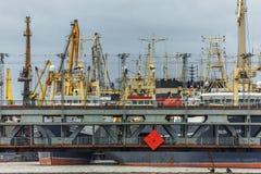 Kaliningrad, Russische Föderation - 4. Januar 2018: Zwei-Ebenenhebebrücke über dem Pregolya-Fluss Lizenzfreie Stockfotografie