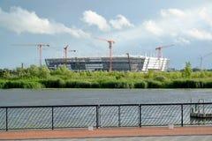 Kaliningrad, Russland Bau des Stadions für das Halten von Spielen der Fußball-Weltmeisterschaft von 2018 Lizenzfreie Stockfotografie