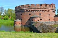 Kaliningrad, Russland Ein Turm von Der Don auf der Bank eines Abzugsgrabens Stockbild