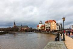 Kaliningrad rysk federation - Januari 4, 2018: Fiskeriby på den Pregolya floden royaltyfri foto