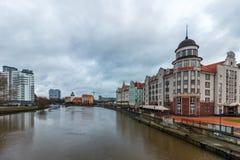 Kaliningrad rysk federation - Januari 4, 2018: Fiskeriby på den Pregolya floden royaltyfri fotografi