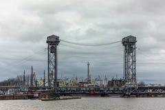 Kaliningrad rysk federation - Januari 4, 2018: två-nivå lyftande bro över den Pregolya floden Fotografering för Bildbyråer