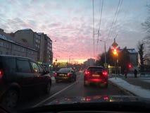 Kaliningrad Ryssland - januari 11, 2019: Röda moln på himmel på soluppgång royaltyfri bild