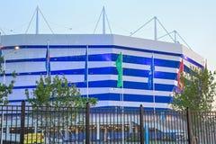 KALININGRAD RYSSLAND - JUNI 16, 2018: Nattsikten av den moderna Kaliningrad fotbollsarenan kallade också Arena Baltika arkivfoto