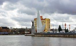 Kaliningrad Ryssland - mars 26, 2019: Monument till sjömännen på invallningen arkivbild