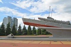 Kaliningrad Ryssland Medlemmen för monument-torped fartygGP 123 Komsomol (ett fragment av det minnesvärda tecknet att sy ihop Arkivfoto