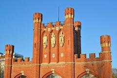 Kaliningrad Ryssland Portar för konung` s på våren på solnedgången Rysk ` för portar för ` s för text`-konung, Fotografering för Bildbyråer