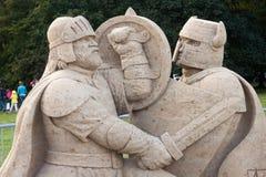 KALININGRAD RYSSLAND - SEPTEMBER 27, 2014: Skulpturer av sand i den öppna luften under den öppna berömmen av dagen av turism Fotografering för Bildbyråer