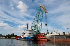 Kaliningrado, Rusia - 10 de septiembre de 2018: Puerto del comercio de Kaliningrado El puerto de una ciudad rusa grande con las g imagen de archivo libre de regalías