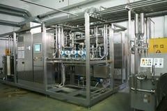 KALINKOVICHI, БЕЛАРУСЬ - 22-ое сентября 2011: Зернокомбайн для обрабатывать молоко Машины, механизмы и оборудование стоковое фото