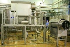 KALINKOVICHI, WIT-RUSLAND - September 22, 2011: Combineer voor de productie van kaas Machines, mechanismen en materiaal stock fotografie