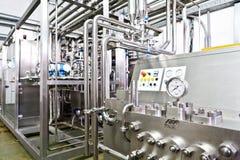 KALINKOVICHI, WIT-RUSLAND - September 22, 2011: Combineer voor verwerkingsmelk Machines, mechanismen en materiaal royalty-vrije stock foto