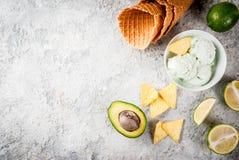 Kalk en avocadoroomijs stock afbeelding