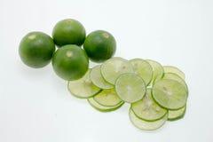 Kalk en citroen op witte achtergrond Stock Fotografie