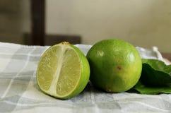 Kalk en citroenblad royalty-vrije stock afbeeldingen