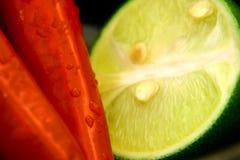 Kalk en Spaanse pepers Stock Fotografie