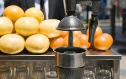 kalkon för press för metall för istanbul fruktsaftmaskin Fotografering för Bildbyråer